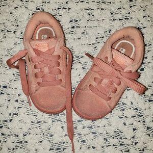 Puma pink suede 8C sneakers